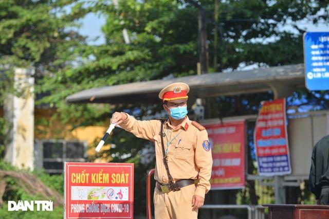 Lo ngại cách ly, đoàn rước dâu quay xe khi gần tới nhà trai ở Thuận Thành - Ảnh 2.