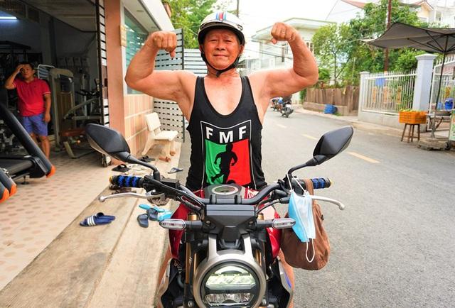 u90-cuoi-mo-to-di-phuot-ganh-ta-80-kg-trai-20-cung-khong-theo-kip