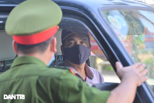 Lo ngại cách ly, đoàn rước dâu quay xe khi gần tới nhà trai ở Thuận Thành - Ảnh 4.