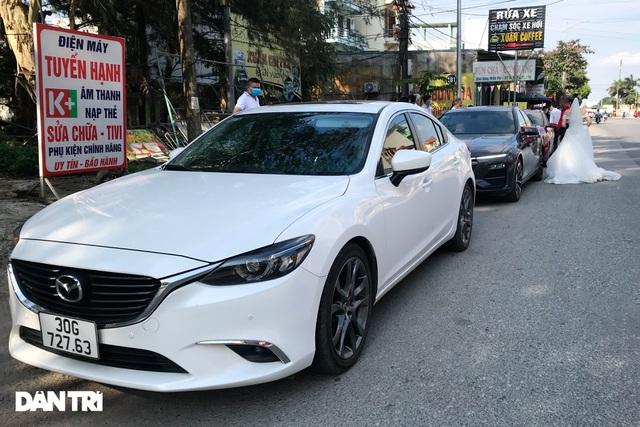 Lo ngại cách ly, đoàn rước dâu quay xe khi gần tới nhà trai ở Thuận Thành - Ảnh 5.