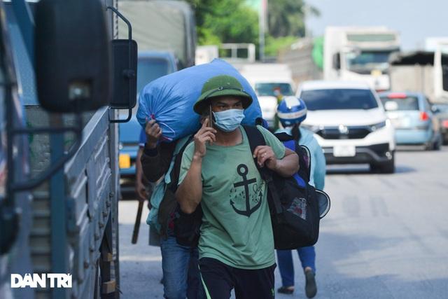 Lo ngại cách ly, đoàn rước dâu quay xe khi gần tới nhà trai ở Thuận Thành - Ảnh 7.