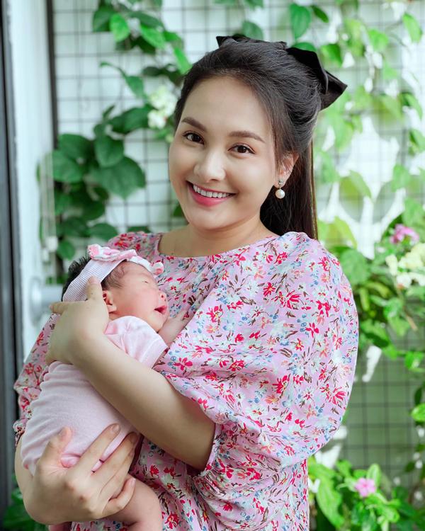 Con gái đầy tháng, Bảo Thanh tiết lộ chuyện mang thai đúng đợt cách ly 21 ngày - Ảnh 2.
