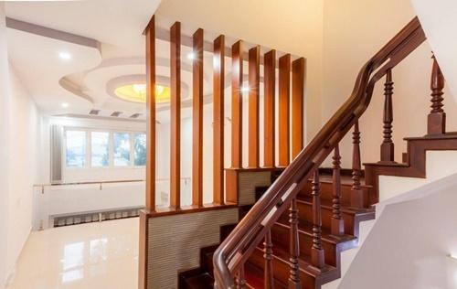 Nguyên tắc phong thủy không đặt cầu thang ở giữa nhà - Ảnh 4.
