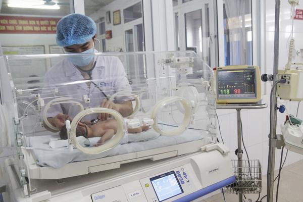 Ca hiếm gặp, bé sơ sinh Quảng Ninh vừa chào đời đã bị sốc phản vệ - Ảnh 1.