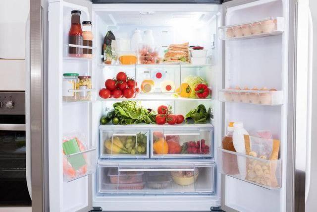Người phụ nữ bị ung thư dạ dày, 3 loại thực phẩm để lâu trong tủ lạnh này là thủ phạm - Ảnh 1.