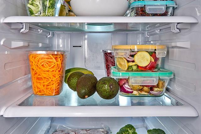 Người phụ nữ bị ung thư dạ dày, 3 loại thực phẩm để lâu trong tủ lạnh này là thủ phạm - Ảnh 3.