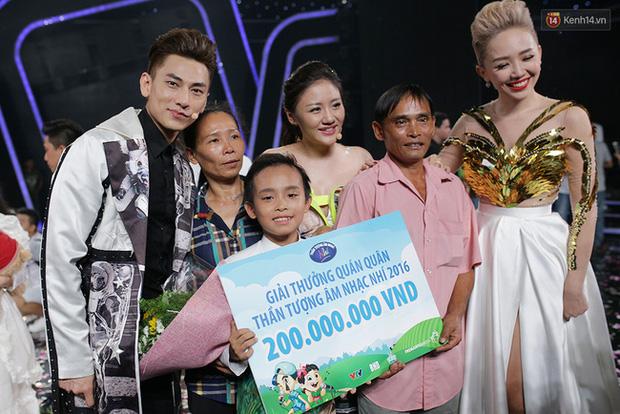 Cuộc sống đối lập của 2 Quán quân Vietnam Idol Kids: Hồ Văn Cường khó khăn thiếu thốn, Thiên Khôi tự chủ tài chính ở tuổi 16 - Ảnh 2.