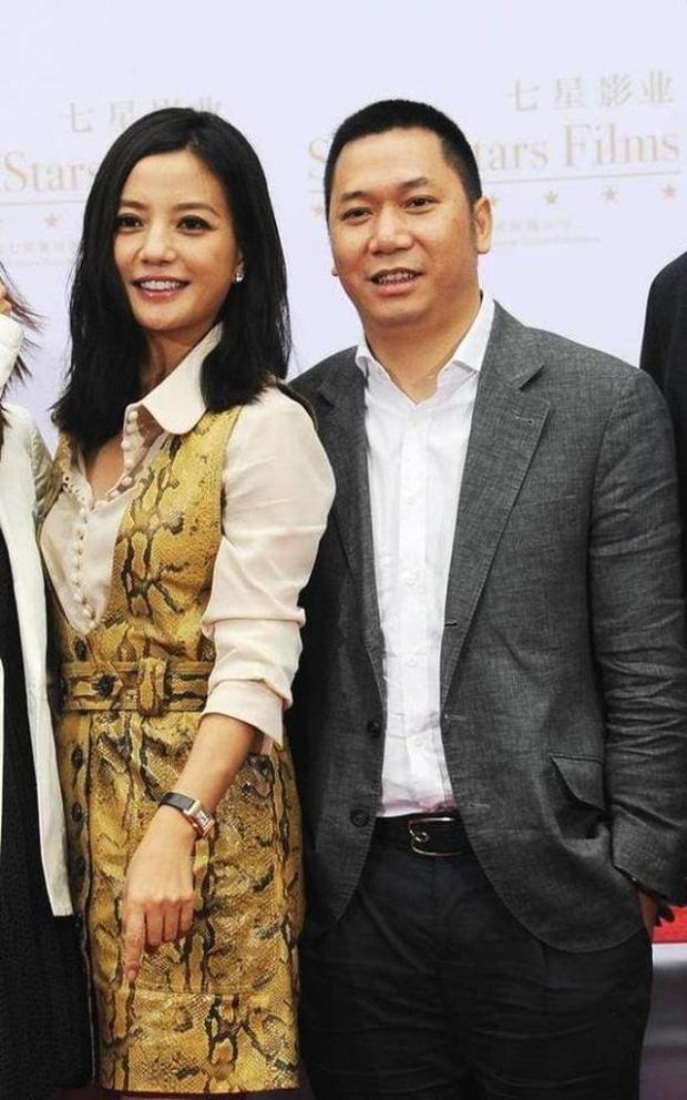 Che giấu suốt 16 năm, Triệu Vy chưa bao giờ nhắc tới người vợ cũ của chồng là Hoa hậu chuyên đi đào mỏ nổi tiếng - Ảnh 2.