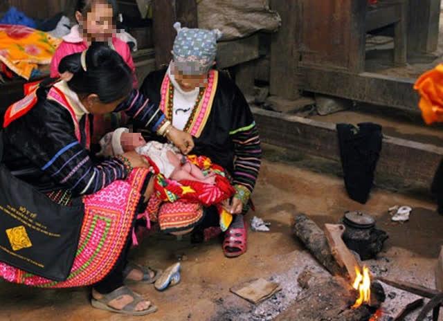 Sớm loại bỏ hủ tục sinh con tại nhà, góp phần nâng cao chất lượng dân số cho đồng bào dân tộc - Ảnh 2.