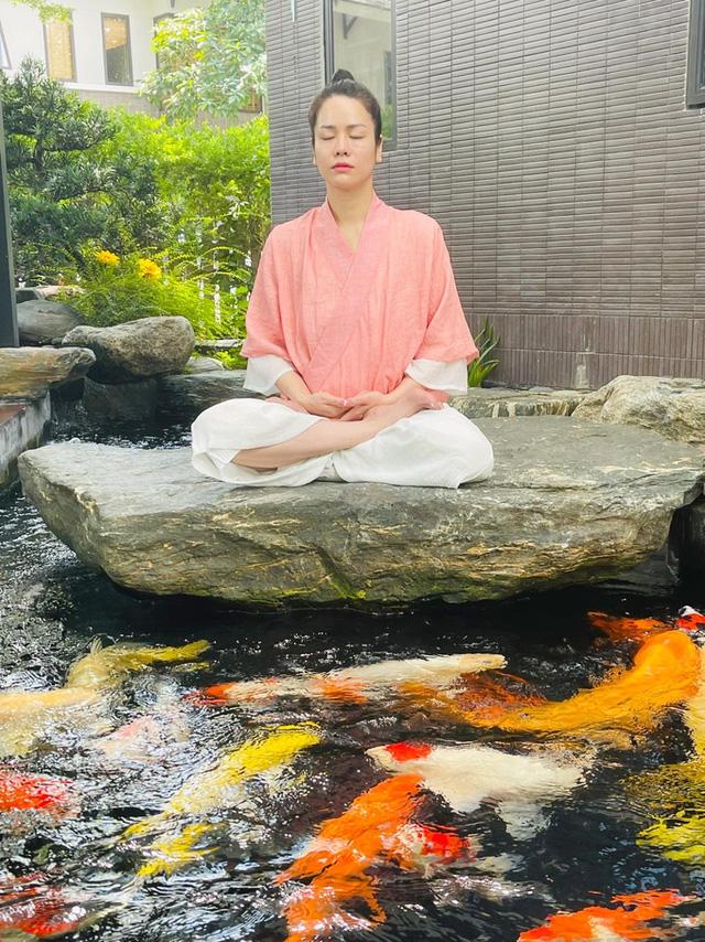 Nhật Kim Anh làm chị nông dân trong ngày giãn cách - Ảnh 4.
