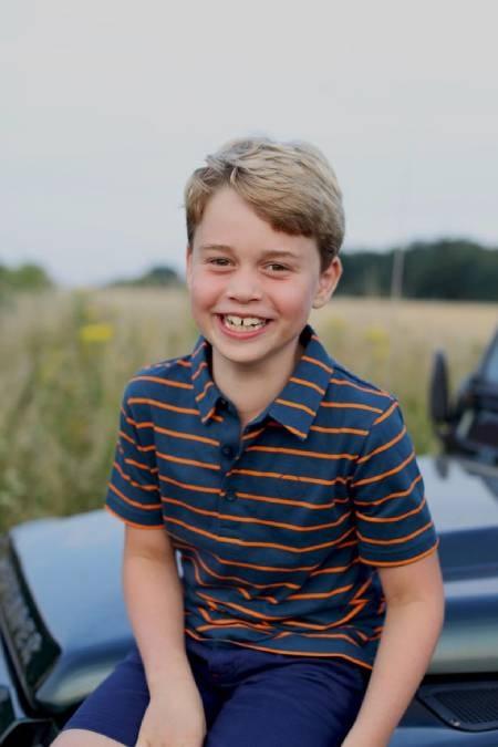George - con trai cả Hoàng tử William - Công nương Kate: 8 tuổi, chững chạc, điển trai là bản sao của bố - Ảnh 2.