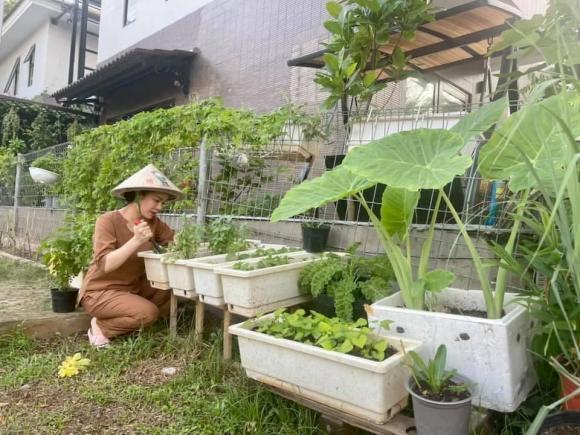 Nhật Kim Anh làm chị nông dân trong ngày giãn cách - Ảnh 6.