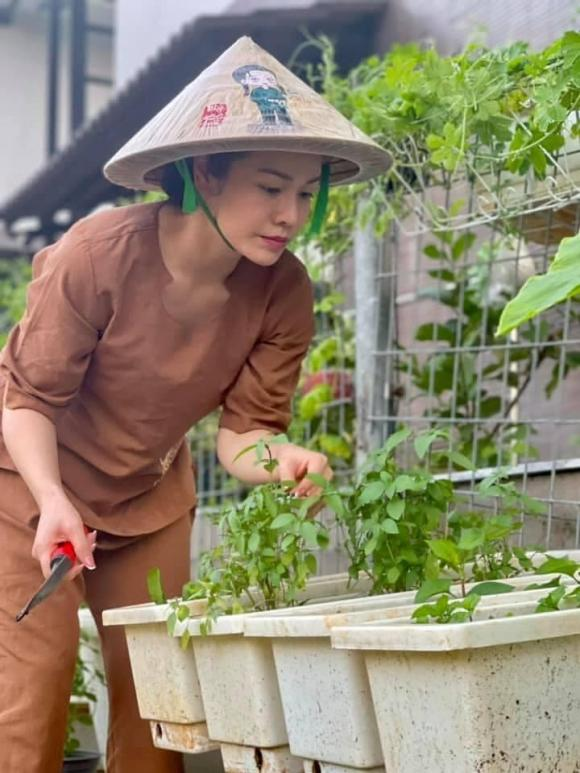 Nhật Kim Anh làm chị nông dân trong ngày giãn cách - Ảnh 7.