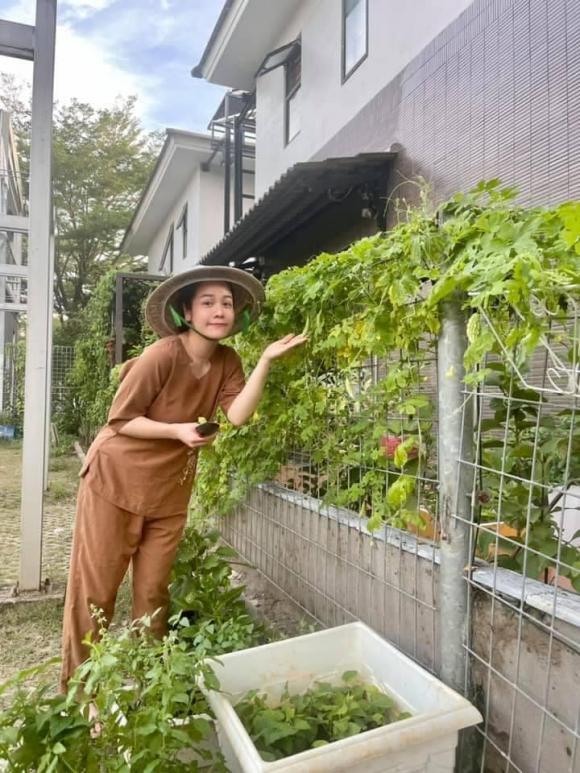 Nhật Kim Anh làm chị nông dân trong ngày giãn cách - Ảnh 11.