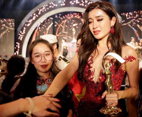 Á hậu Huyền My lần đầu tiết lộ chuyện hậu trường khiến cô bật khóc nức nở và gây tranh cãi trong chung kết Miss Grand International 2017 - Ảnh 3.