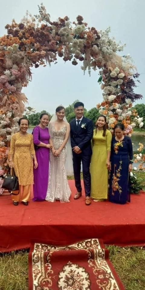Hương vị tình thân: Long - Nam bị lộ ảnh cưới chụp cùng họ hàng, fan đua nhau lên thuyền trở lại - Ảnh 1.