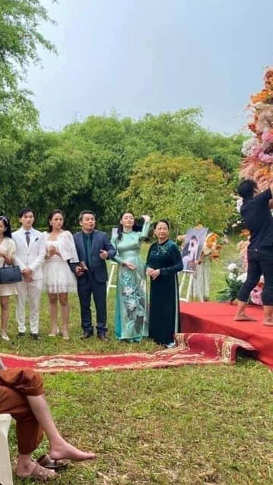 Hương vị tình thân: Long - Nam bị lộ ảnh cưới chụp cùng họ hàng, fan đua nhau lên thuyền trở lại - Ảnh 7.