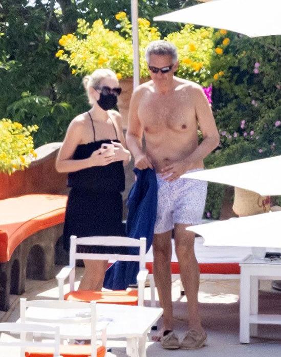 Cháu gái Diana nghỉ trăng mật với chồng tỷ phú - Ảnh 3.