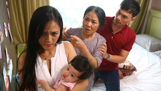 Bố vợ đánh con rể ngay trong ngày đầy tháng cháu ngoại nhưng hành động của bà thông gia mới đáng chê trách - Ảnh 1.