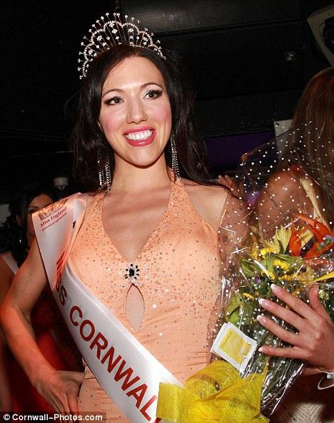 Những lần danh xưng Hoa hậu bị nhắc đến với cụm từ... mại dâm - Ảnh 8.