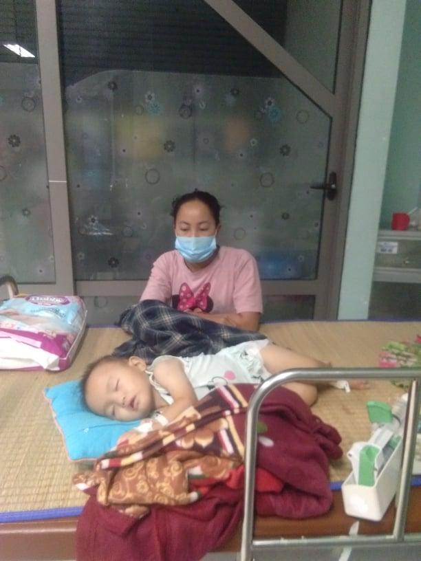 Thương cảm hoàn cảnh bé gái 1 tuổi dân tộc mắc bệnh thực bào máu - Ảnh 4.