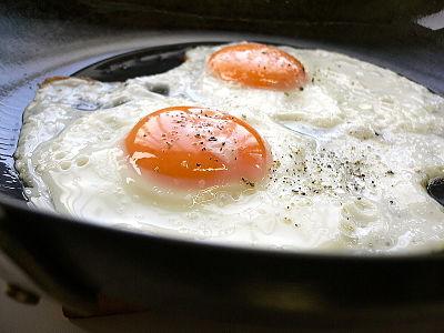 با خوردن تخم مرغ به روش اشتباه ، متخصصان به شما می گویند که برای تخم مرغ چه کارهایی را باید انجام دهید و چه کارهایی را نباید انجام دهید - عکس 3.