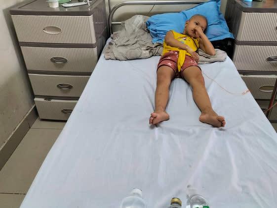 Xót thương bé gái 5 tuổi đau đớn vì bệnh ung thư - Ảnh 3.