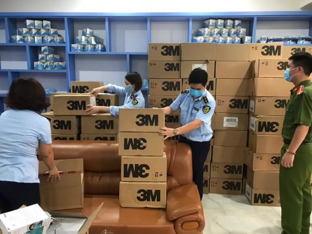 Hà Nội: Phát lộ hàng chục ngàn khẩu trang 3M có dấu hiệu giả mạo nhãn hiệu chờ tiêu thụ - Ảnh 3.