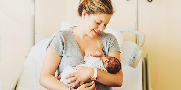 Nuôi con bằng sữa mẹ cải thiện chức năng tim của trẻ sinh non - Ảnh 1.