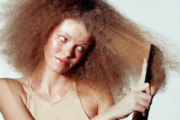Bỏ ngay thói quen chải tóc từ gốc xuống ngọn đi, đọc lý do bạn sẽ thấy đó là sai lầm tai hại đến nhường nào - Ảnh 8.
