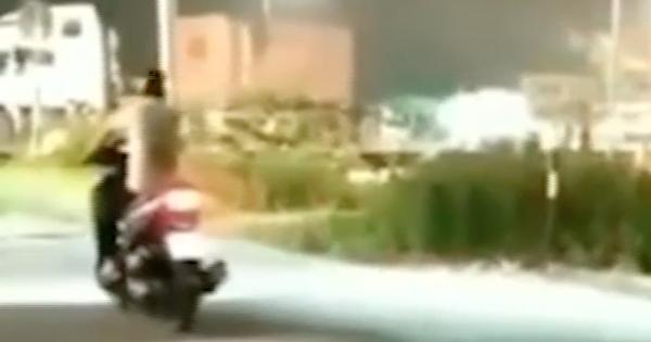 Cái kết kinh hoàng của nam thanh niên đi xe máy cố băng qua đường ray - Ảnh 1.