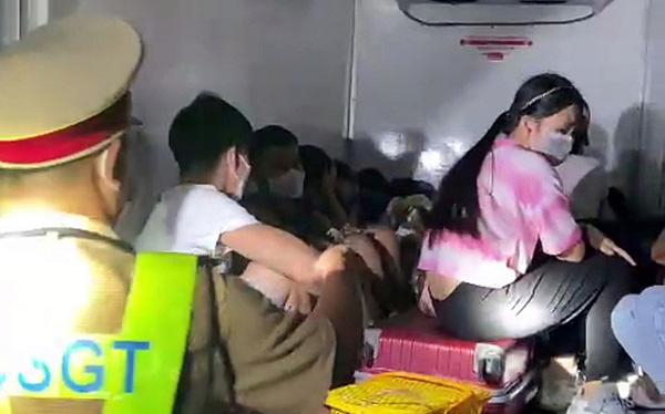 Vụ 15 người trốn trong thùng xe đông lạnh để về quê: Đáng thương nhưng cũng đáng trách - Ảnh 1.