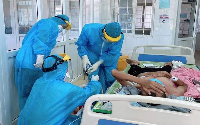 Tâm sự của những chiến sĩ áo trắng điều trị bệnh nhân COVID-19 ở Quảng Trị - Ảnh 3.