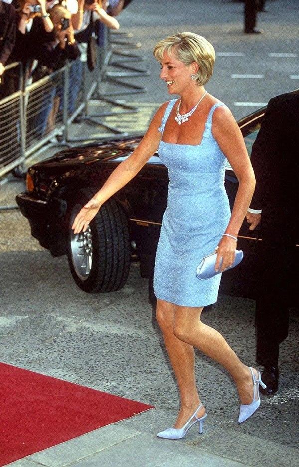 Bất chấp thời gian, 4 kiểu giày từng được Công nương Diana lăng xê đều là mốt bây giờ - Ảnh 2.