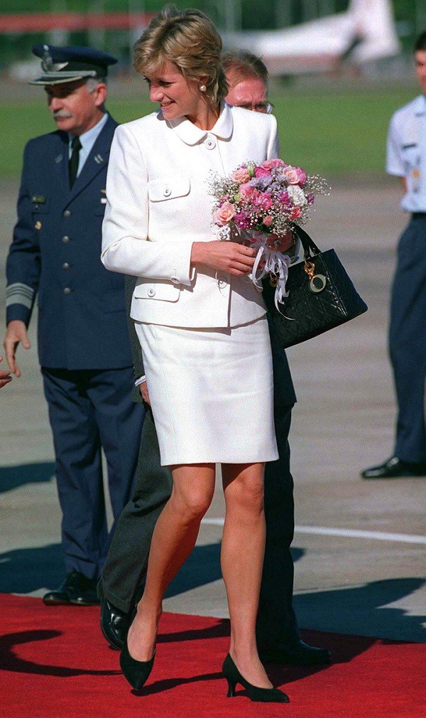 Bất chấp thời gian, 4 kiểu giày từng được Công nương Diana lăng xê đều là mốt bây giờ - Ảnh 11.