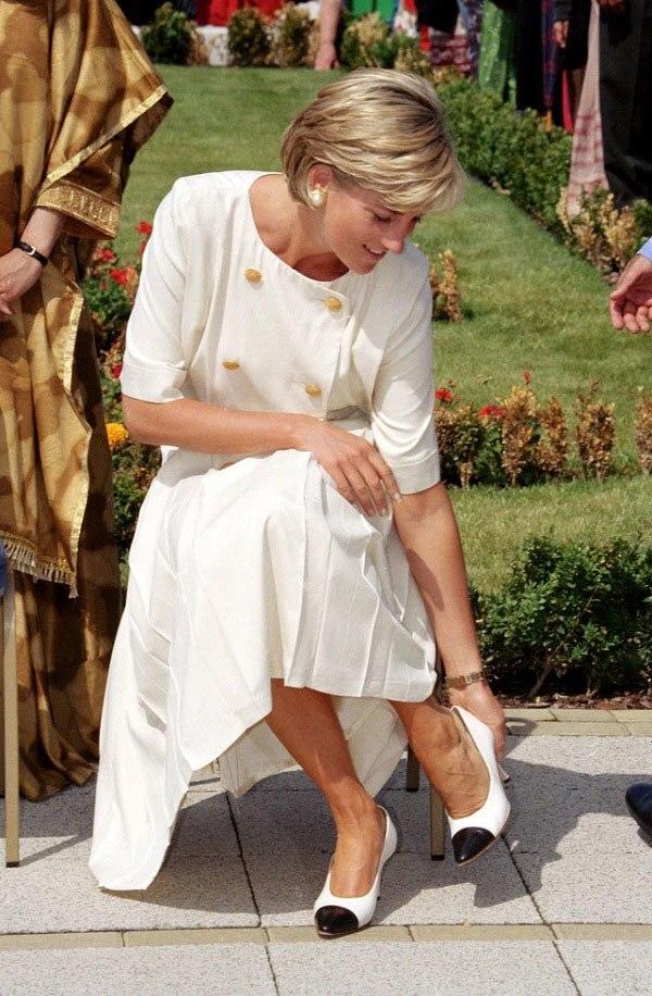 Bất chấp thời gian, 4 kiểu giày từng được Công nương Diana lăng xê đều là mốt bây giờ - Ảnh 14.