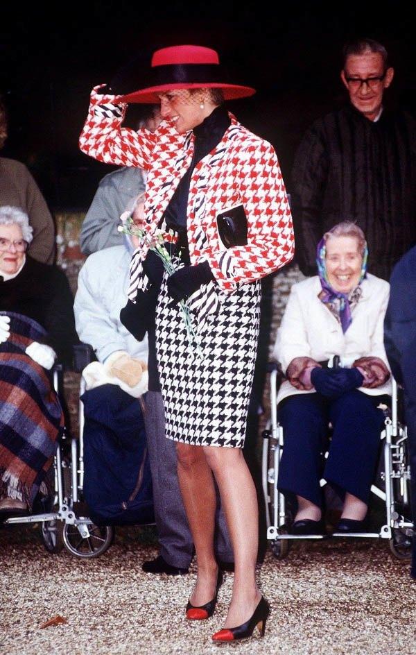 Bất chấp thời gian, 4 kiểu giày từng được Công nương Diana lăng xê đều là mốt bây giờ - Ảnh 15.