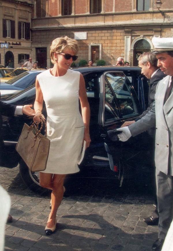 Bất chấp thời gian, 4 kiểu giày từng được Công nương Diana lăng xê đều là mốt bây giờ - Ảnh 16.