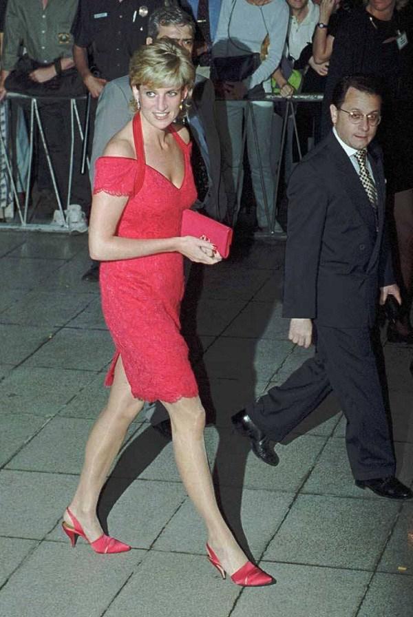 Bất chấp thời gian, 4 kiểu giày từng được Công nương Diana lăng xê đều là mốt bây giờ - Ảnh 3.