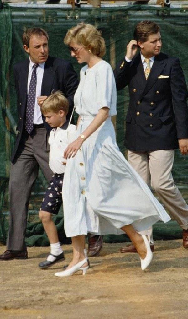 Bất chấp thời gian, 4 kiểu giày từng được Công nương Diana lăng xê đều là mốt bây giờ - Ảnh 4.