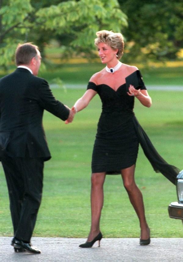 Bất chấp thời gian, 4 kiểu giày từng được Công nương Diana lăng xê đều là mốt bây giờ - Ảnh 10.