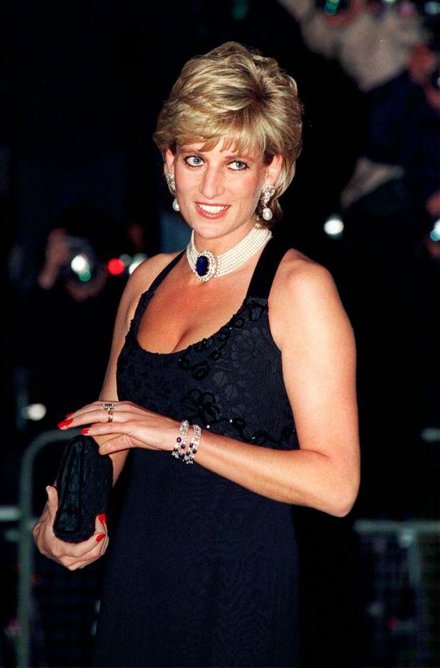 Anh em Hoàng tử William không được phép khóc và những chi tiết đau lòng ít ai biết tại tang lễ Công nương Diana 24 năm về trước - Ảnh 4.