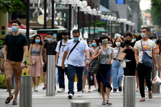 Lạc lõng, cô lập: Đây là những gì người không tiêm vaccine Covid tại Singapore đang cảm thấy ngay lúc này - Ảnh 4.