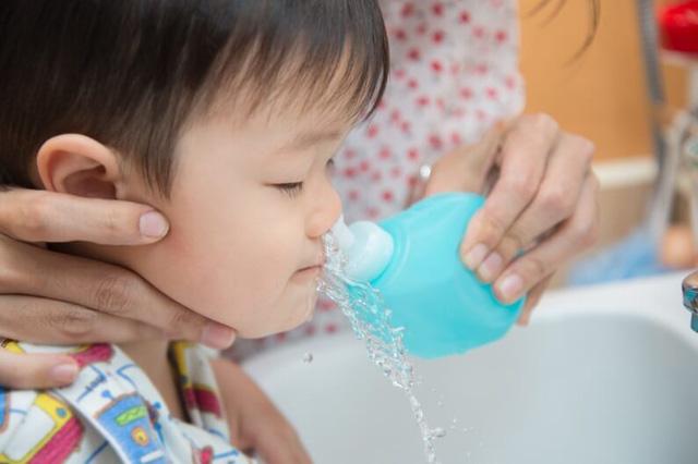 Bạn đã biết rửa mũi cho trẻ? - Ảnh 2.