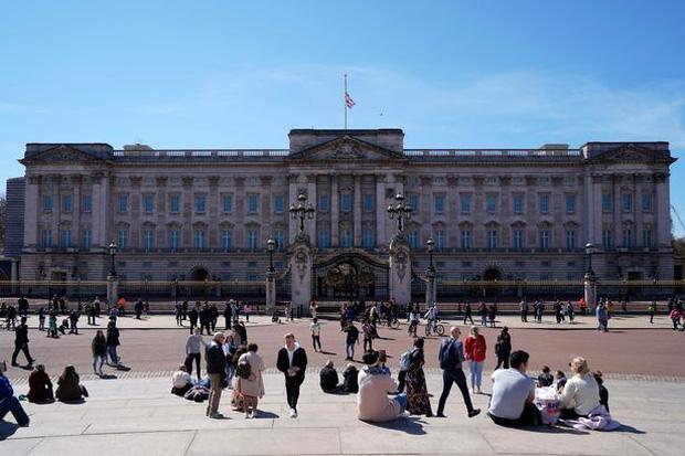 Ý định truyền ngôi cho con trai nhưng Nữ hoàng Anh lại bất đồng với Thái tử Charles về một vấn đề lớn, quyết còn sống sẽ không để xảy ra - Ảnh 3.