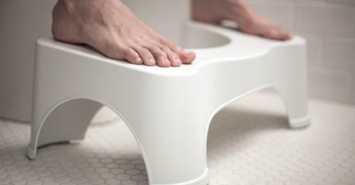 Bạn đang đi vệ sinh theo kiểu ngồi dựa lưng ra đằng sau, chân chạm đất? Bỏ ngay đi nếu không muốn mang bệnh - Ảnh 2.