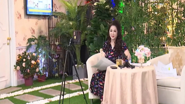 Nữ đại gia Phương Hằng trả lời cực gắt trong livestream tối 19/9 khi bị Công Vinh dọa kiện - Ảnh 2.