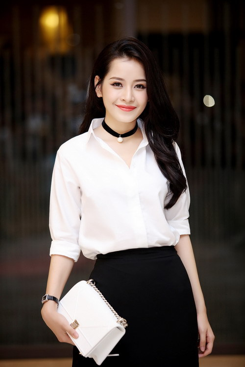 Muôn kiểu mix áo sơ mi dài tay sành điệu của mỹ nhân Việt, nàng công sở tha hồ học theo và tích lũy thêm bí quyết - Ảnh 11.