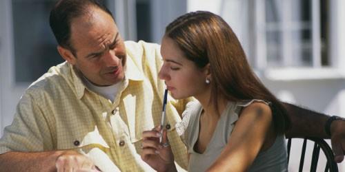 Ông bố ngàn lần xin lỗi vợ con vì đã nuôi dạy con gái cách sống bất công - Ảnh 2.