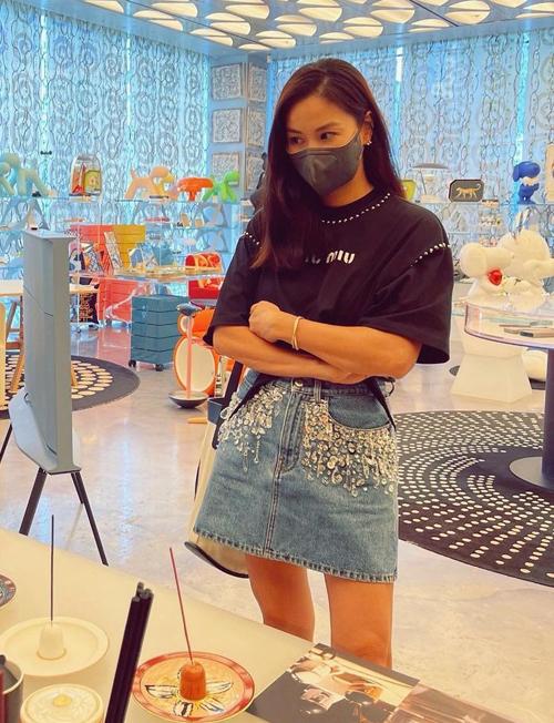 Phong cách hack tuổi của bà xã Jang Dong Gun - Ảnh 11.